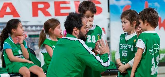 Esgueira tem 14 treinadores de miniO Clube do Povo de Esgueira é um clube que sempre respirou basquetebol e que tem neste momento liderado pelo Francisco Morais em funcionamento um excelente projecto de minibásquete.